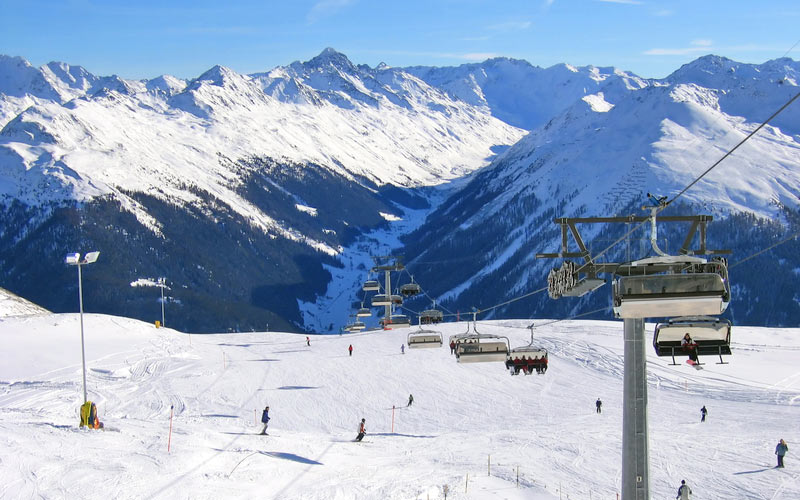 Skipiste in Davos-Klosters Mountains und Liftanlage