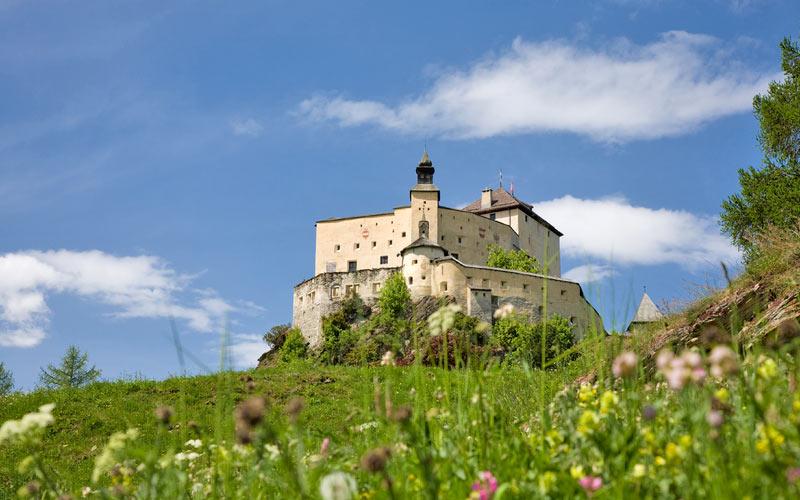 Schloss Tarasp im Engadin