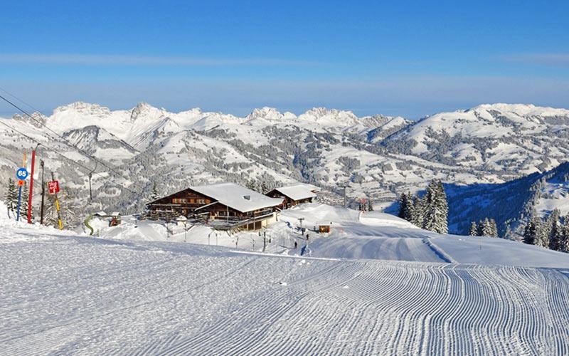 Skipiste in Gstaad Mountain Rides am Morgen