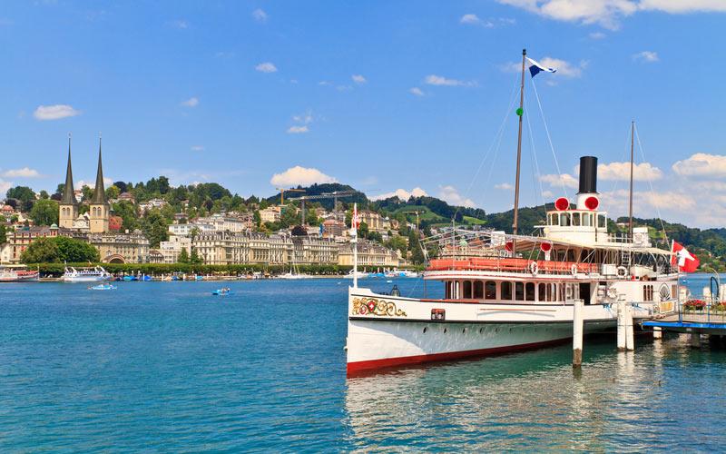 Schiff auf dem Vierwaldstättersee bei Luzern