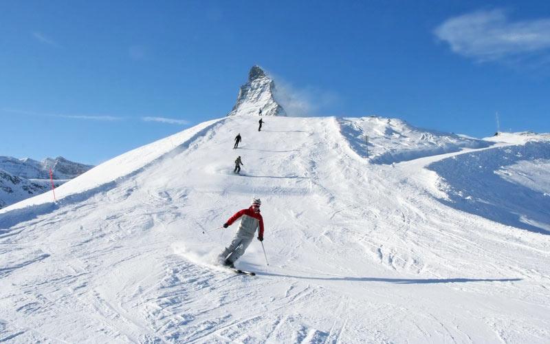 Skifahrer am Matterhorn Ski Paradise