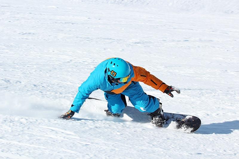 Snowboarder im Skiegebiet Portes du Soleil