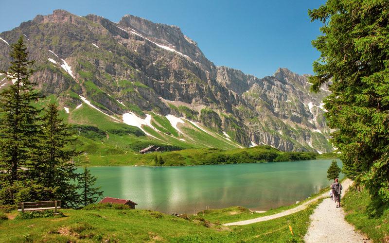 Der Trüebsee, ein Bergsee auf der Alp Ober Trüebsee bei Engelberg